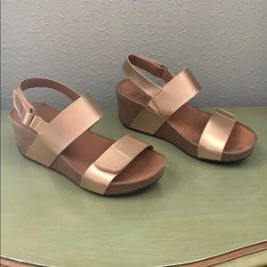 Clarks Auriel Fin Wedge Sandals sz 8